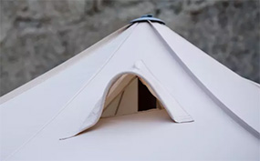 Zeltdach mit Gauben für Rauchabzug