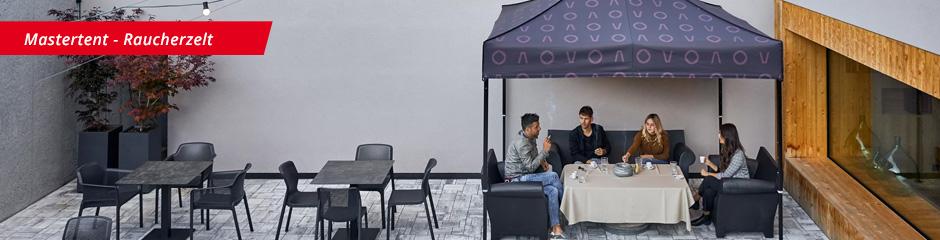 Raucherzelt mit 4 Rauchern in Eventhalle