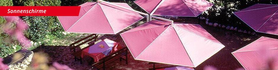 Sonnenschirme auf Terrasse