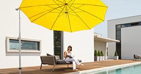 Sonnenschirm am Pool